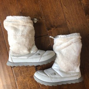North face Boots faux fur lined EUC 8 white snow